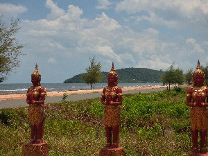 Wat entrance and Beach