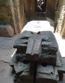 This we are told was a fertility fountain and it used to house statues of Brahma, Vishnu and Shiva. The chamber had an open roof and rain water would fall on the statues and then would be drunk by women from the spout (carved with a yoni) to aid fertility (or get with baby as they like to say here).