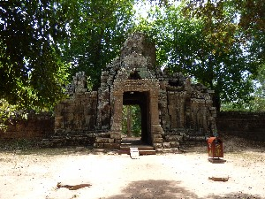 Entrance to Banteay Kdei (from inside the complex)