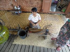 Preparing the lotus fibres