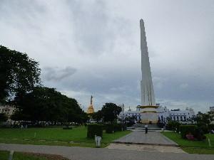 Sule Pagoda from Mahabandoola Garden.