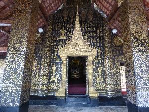Wat Xieng Thong- elaborately painted