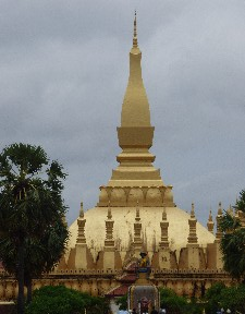 Pha That Luang and King Sayasetthathirath Statue (This monument was a lot smaller than we expected)