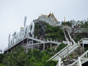 One the other things to do here is visit this temple on Monkey Montain. Looks easy doesn't it?