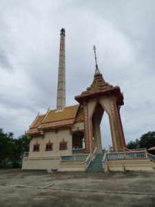 Next to it is the crematorium (well across the road). We've been travelling in Buddhist countries for 5 months and we have never seen any until Prachuap.